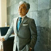 スーツを着た日本人のシニア男性 30010000410| 写真素材・ストックフォト・画像・イラスト素材|アマナイメージズ