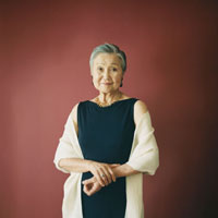 70代の日本人女性のポートレート 30010000442| 写真素材・ストックフォト・画像・イラスト素材|アマナイメージズ