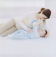 母と赤ちゃんの団欒