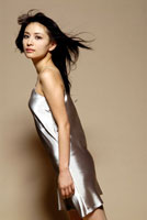 20代日本人女性のドレスアップビューティーイメージ