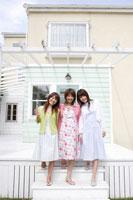 日本人20代女性3人
