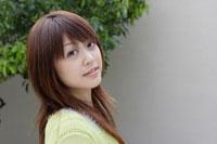 日本人20代女性 30018000042| 写真素材・ストックフォト・画像・イラスト素材|アマナイメージズ