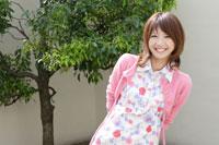 日本人20代女性 30018000057A| 写真素材・ストックフォト・画像・イラスト素材|アマナイメージズ