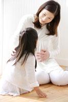 妊娠中のお母さんと女の子