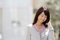 日本人20代女性 30018000255D| 写真素材・ストックフォト・画像・イラスト素材|アマナイメージズ