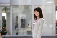 日本人の20代女性 30018000257| 写真素材・ストックフォト・画像・イラスト素材|アマナイメージズ