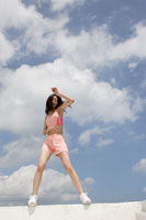 トレーニングウェアを着た女性 30018000529A| 写真素材・ストックフォト・画像・イラスト素材|アマナイメージズ