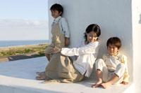 お母さんと双子の男の子 30018000567| 写真素材・ストックフォト・画像・イラスト素材|アマナイメージズ