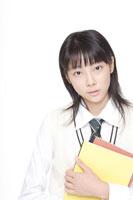 ノートを持った女子高校生 30018000597A| 写真素材・ストックフォト・画像・イラスト素材|アマナイメージズ