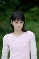 日本人10代の女の子 30018000631C| 写真素材・ストックフォト・画像・イラスト素材|アマナイメージズ
