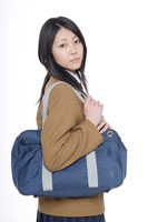 制服姿の日本人の女子高生 30018000647A| 写真素材・ストックフォト・画像・イラスト素材|アマナイメージズ