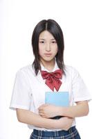 制服姿の日本人の女子高生 30018000671| 写真素材・ストックフォト・画像・イラスト素材|アマナイメージズ