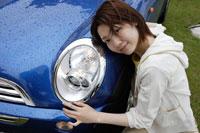 車と日本人女性