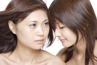 20代日本人女性2人のビューティーイメージ 30018001284| 写真素材・ストックフォト・画像・イラスト素材|アマナイメージズ