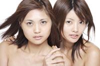20代日本人女性2人のビューティーイメージ 30018001285| 写真素材・ストックフォト・画像・イラスト素材|アマナイメージズ