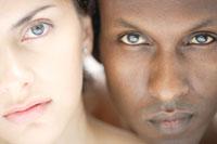 20代白人女性と黒人男性のビューティーイメージ