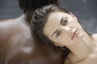 20代白人女性と黒人男性のビューティーイメージ 30018001383| 写真素材・ストックフォト・画像・イラスト素材|アマナイメージズ