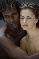 20代白人女性と黒人男性のビューティーイメージ 30018001404A| 写真素材・ストックフォト・画像・イラスト素材|アマナイメージズ