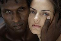 20代白人女性と黒人男性のビューティーイメージ 30018001405| 写真素材・ストックフォト・画像・イラスト素材|アマナイメージズ