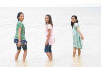 海辺の女の子達