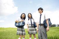 草原の中学生達