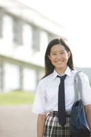 学校にいる中学生の女の子