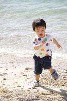 浜辺の男の子