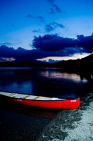 湖の夕焼けとボート
