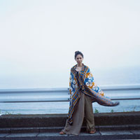 海辺の日本人女性ポートレート 30024000001| 写真素材・ストックフォト・画像・イラスト素材|アマナイメージズ