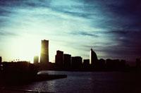 夕日に照らされる横浜