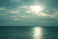 夕方の海 30033000047| 写真素材・ストックフォト・画像・イラスト素材|アマナイメージズ