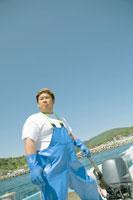 ボートで漁にでる漁師