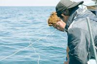 網をひく漁師達