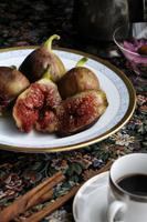 熟したイチジクとシナモンの香りのコーヒー 31007000002  写真素材・ストックフォト・画像・イラスト素材 アマナイメージズ