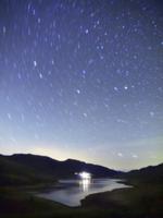 湖に降る星