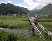 フォッサマグナ帯(姫川右岸と左岸でプレートが異なる)