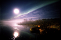 湖面に映るオーロラと満月 32117000615| 写真素材・ストックフォト・画像・イラスト素材|アマナイメージズ