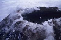 煙を吐く活火山のアバチャ火山