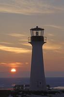流氷に取り囲まれたカナダ マドレーヌ島の冬の灯台