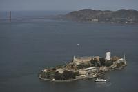アルカトラズ島とゴールデンゲートブリッジ