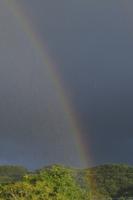虹と雨 32171003159  写真素材・ストックフォト・画像・イラスト素材 アマナイメージズ