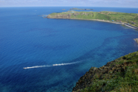 ゴロタ山179mから眺めると青い海とスコトン岬と海馬島が一望 32194000023| 写真素材・ストックフォト・画像・イラスト素材|アマナイメージズ