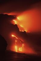 夜海に流れ込むパホイホイ溶岩流
