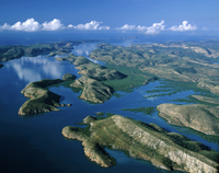 タルボット湾の島々 空撮 32240003019| 写真素材・ストックフォト・画像・イラスト素材|アマナイメージズ