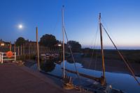 月光の埠頭の風景