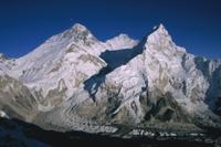 エベレスト山とローツェ, ヌプツェ