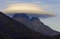 レンズ雲がかかった標高3634mのミケノ火山
