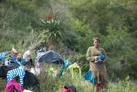 洗濯物を乾かすマジョラ地区の女性