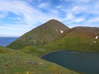 キティウェイク湖 海岸と山を臨む 32259009006| 写真素材・ストックフォト・画像・イラスト素材|アマナイメージズ