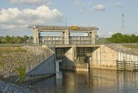 ヒルズボロー川の洪水調節の橋